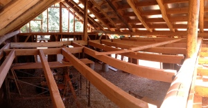 Roundwood plates and rafters can be seen!